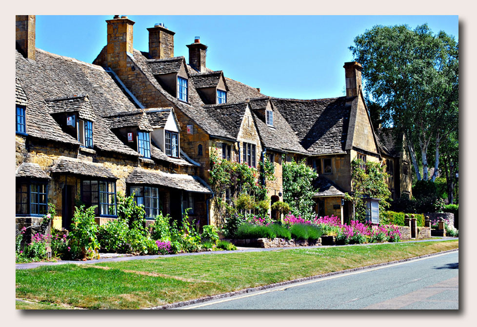 Tranquil Cotswold Village...Click to download...