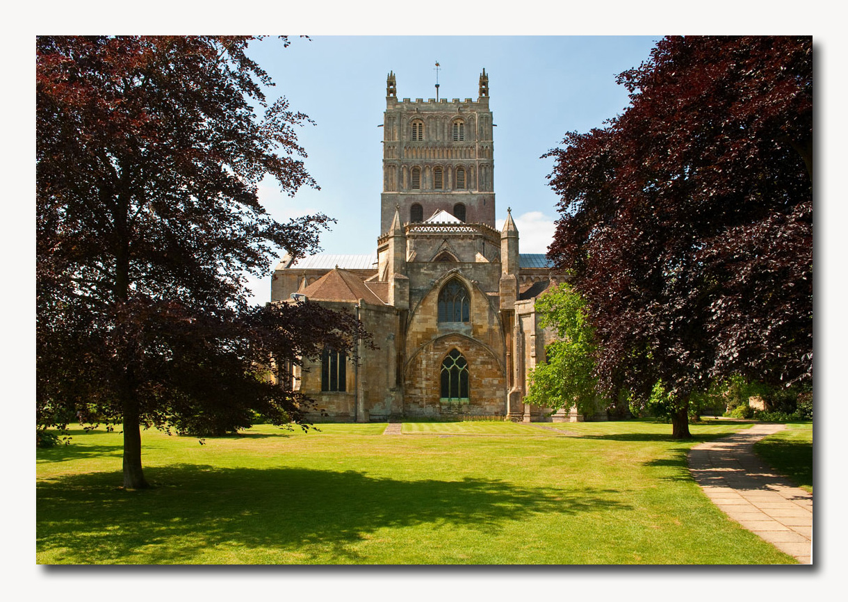 Tewkesbury is a medieval gem famed for its timber framed buildings. An ancient settlement situated at the meeting of the rivers Avon and Severn, a delight for those seeking 'Olde England'.